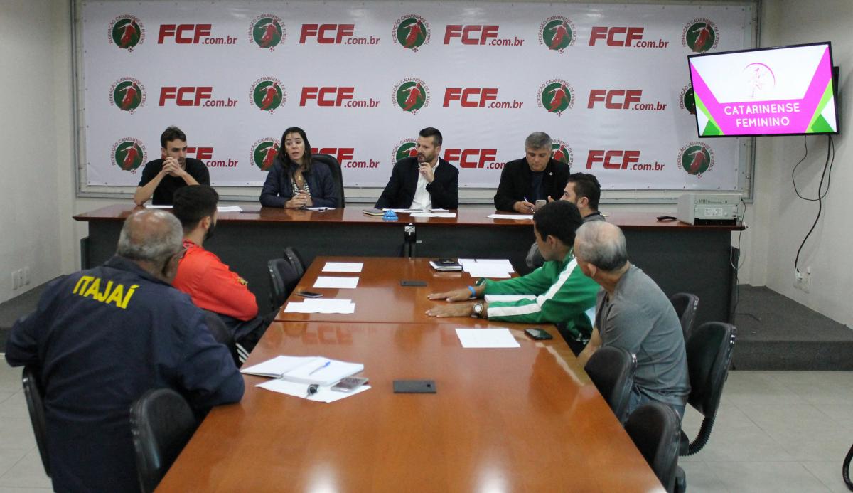 Reunião na sede da FCF, nesta quinta (26) - Assessoria de Imprensa FCF/divulgação
