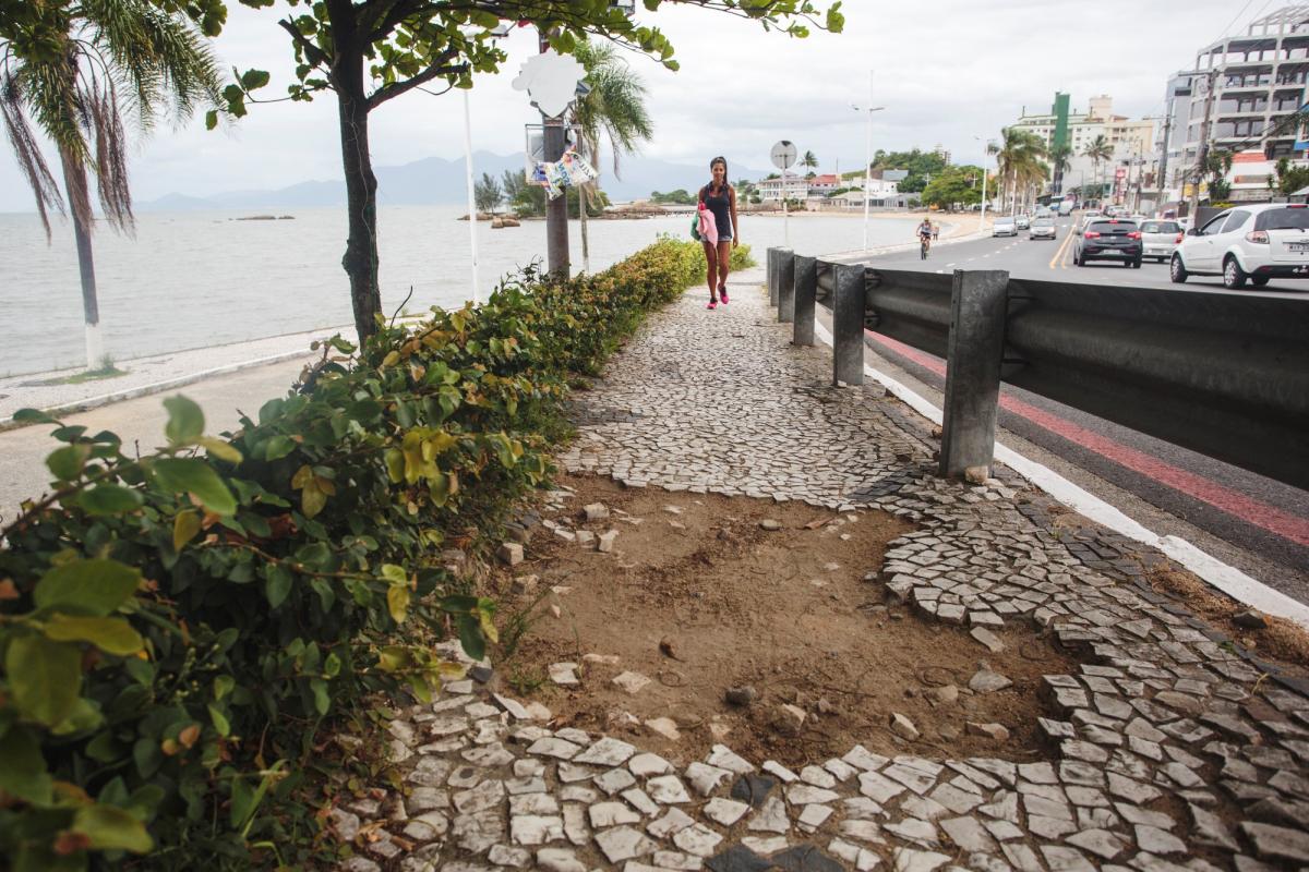 Orla de Coqueiros será recuperada com recursos do governo federal - Daniel Queiroz/Arquivo/ND