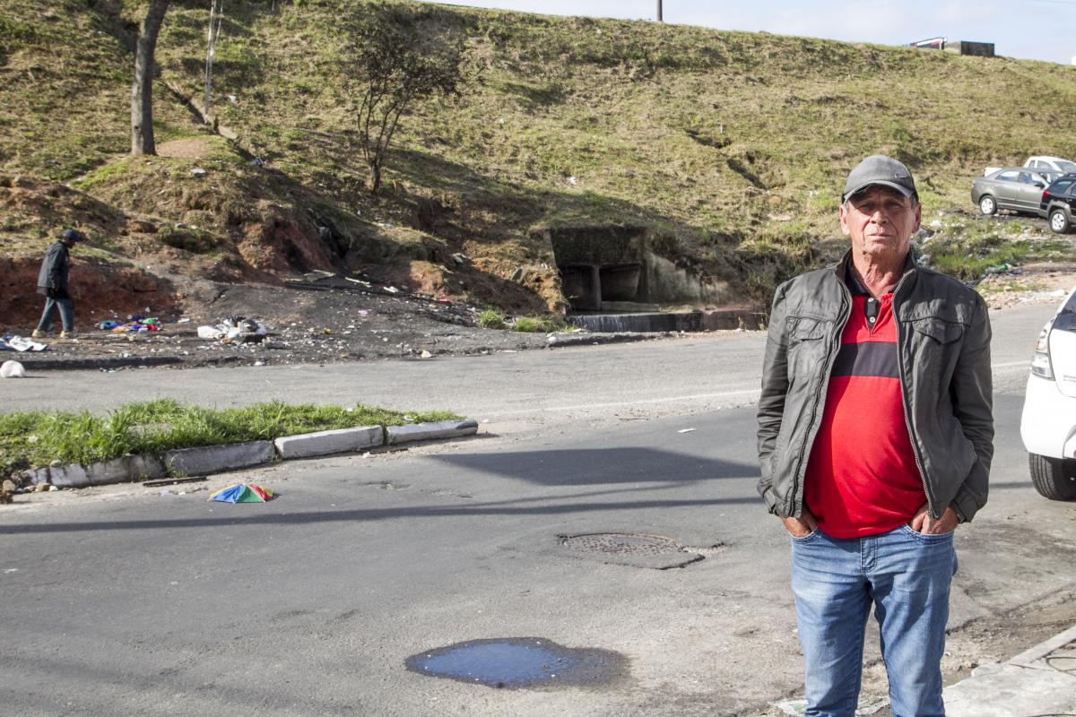 Comerciante Antonio Nascimento convive com os problemas no local. - Foto: Marco Santiago/ND