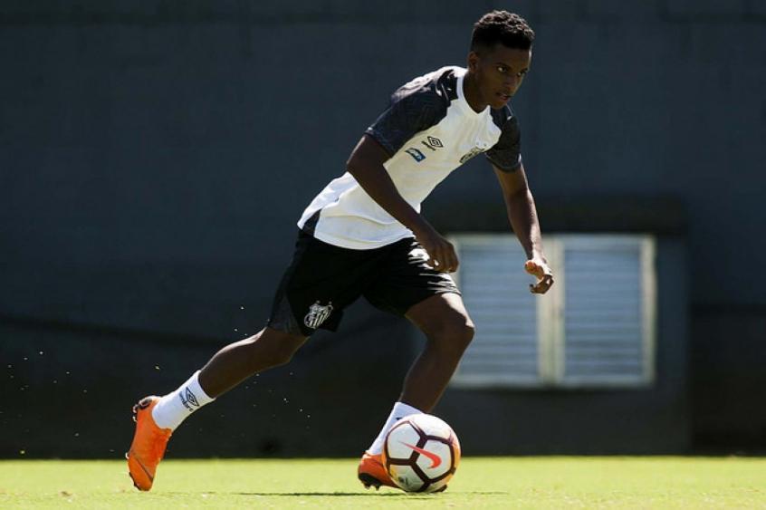 Rodrygo ainda não sabe quando poderá voltar a treinar no campo, lesão não é grave (Foto: Ivan Storti/Santos) -