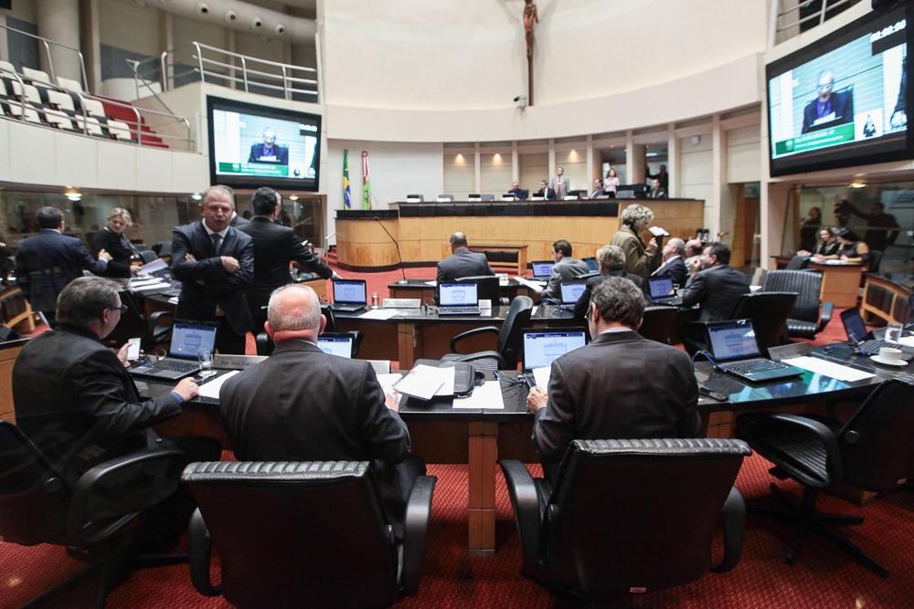 Mesmo com embates, deputados foram unânimes sobre empréstimo - Mirian Zomer/Agência AL/ND