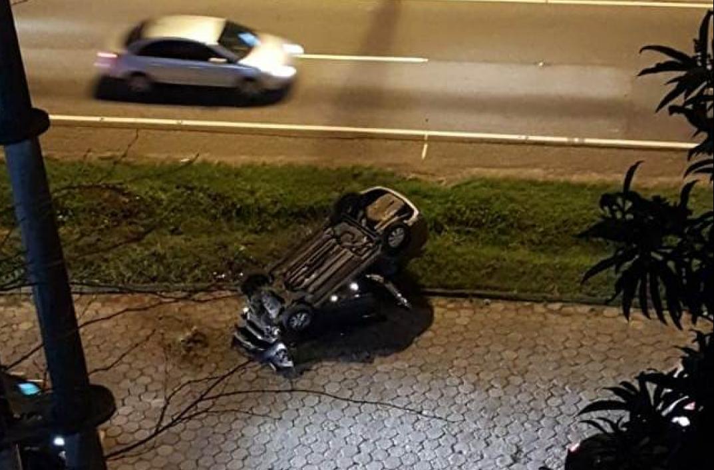 Carro atingiu um pedestre e capotou na Via Expressa - Pista Limpa/Divulgação/ND