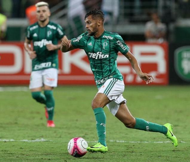 Gustavo Scarpa assinou por cinco anos com o Verdão, mas não pode jogar (Foto: Cesar Greco/Palmeiras) -