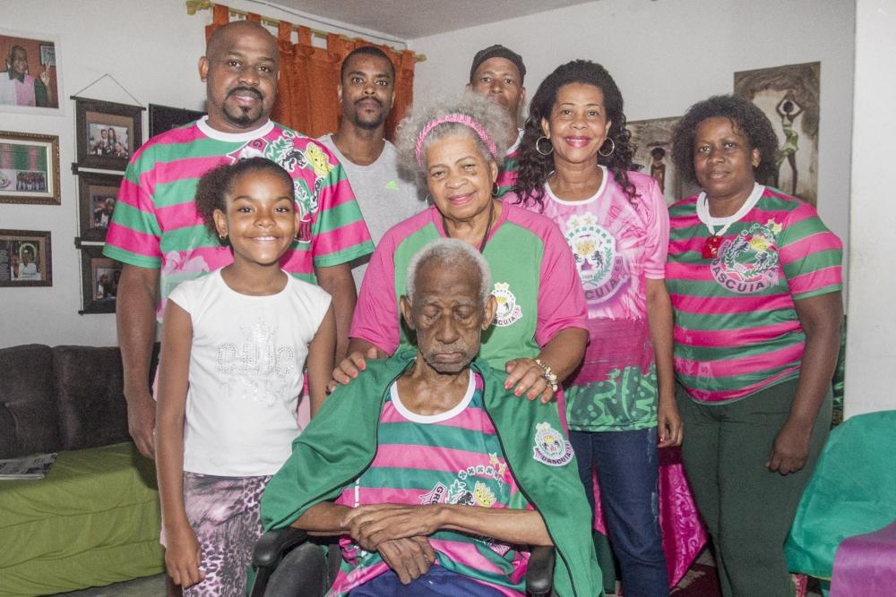 Toda família de seu Dascuia e dona Valdeonira é envolvida com o Carnaval - Marco Santiago/ND