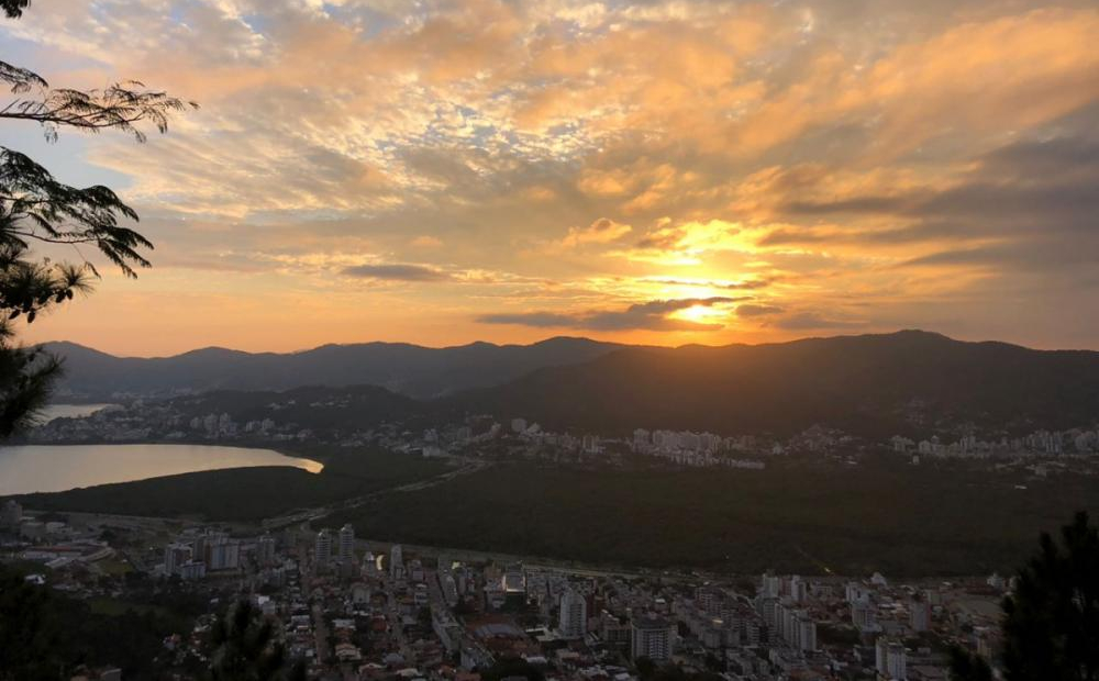 Apesar das nuvens no começo desta sexta-feira, o sol deve voltar a predominar em Florianópolis - Daniel Hugen/RICTV/ND