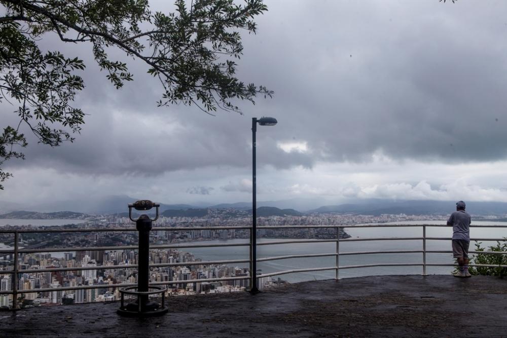 A previsão do tempo para os próximos dias é de pouco sol, mas na virada do ano não chove - Flávio Tin/ND