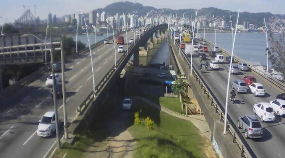 Princípio de fila na ponte Pedro Ivo Campos, que dá acesso à Ilha, em Florianópolis - PedroIvo5min/Reprodução/ND