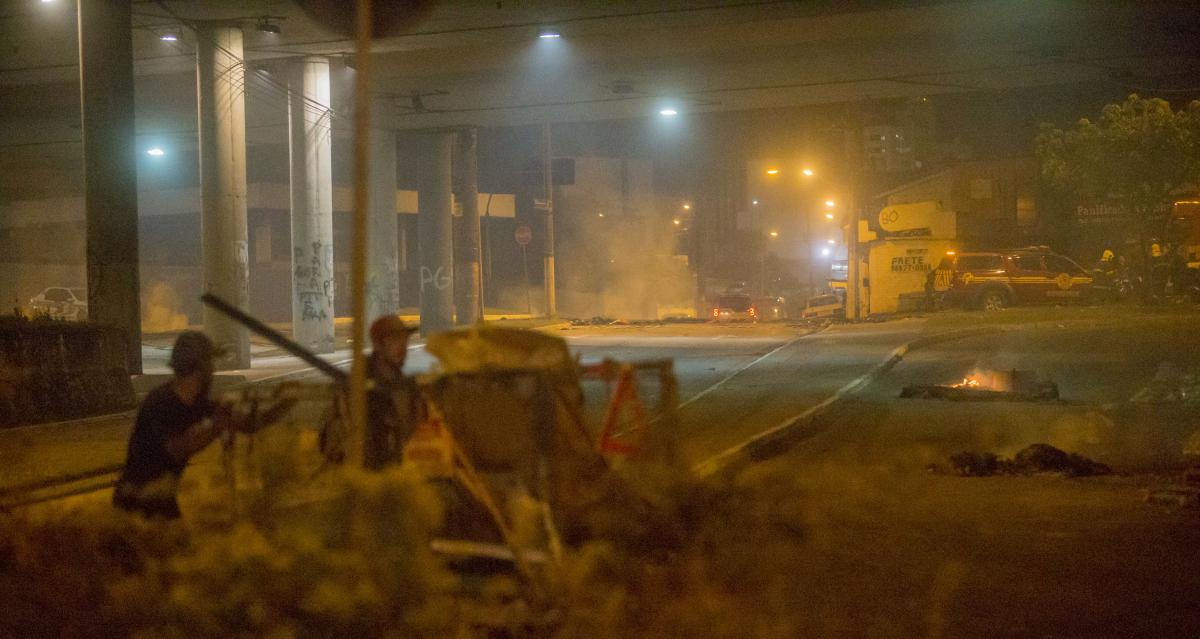 Responsáveis pela barricada já haviam deixado o local quando a polícia chegou - Flávio Tin/ND