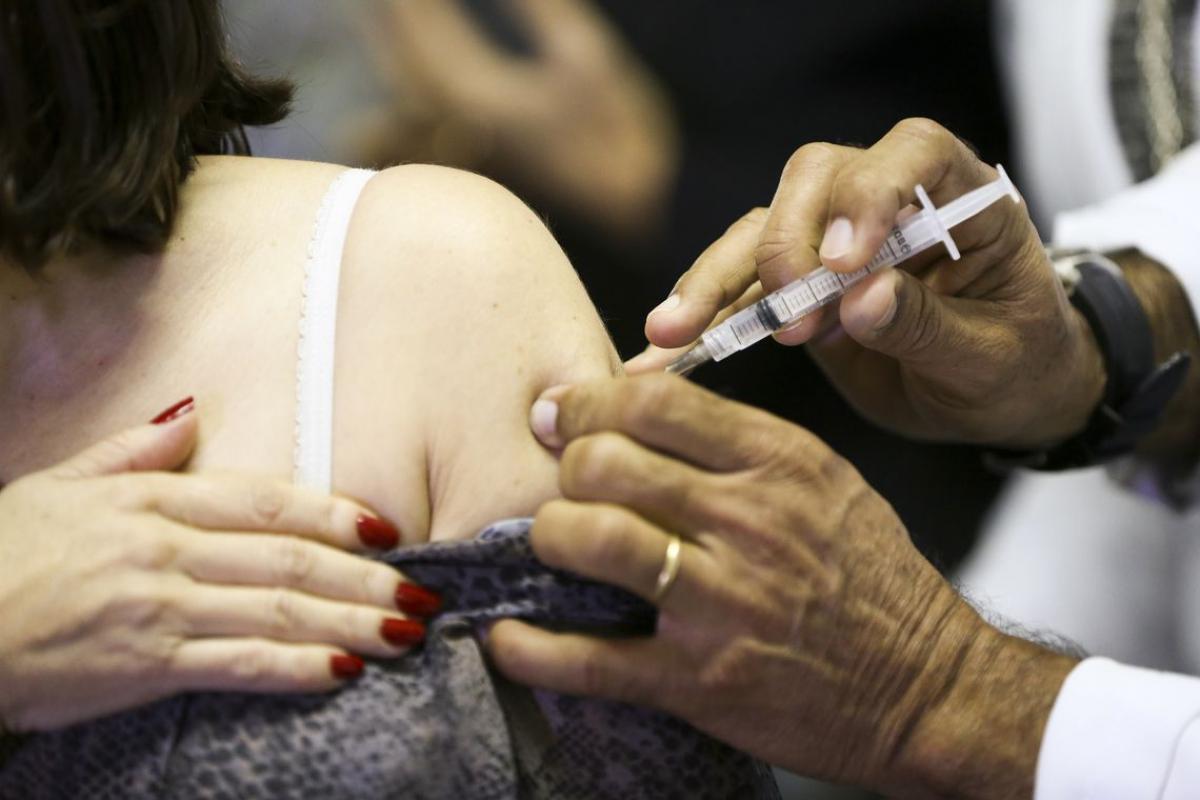 A cobertura vacinal contra pólio está abaixo de 50% em 312 municípios - Marcelo Camargo/Agência Brasil