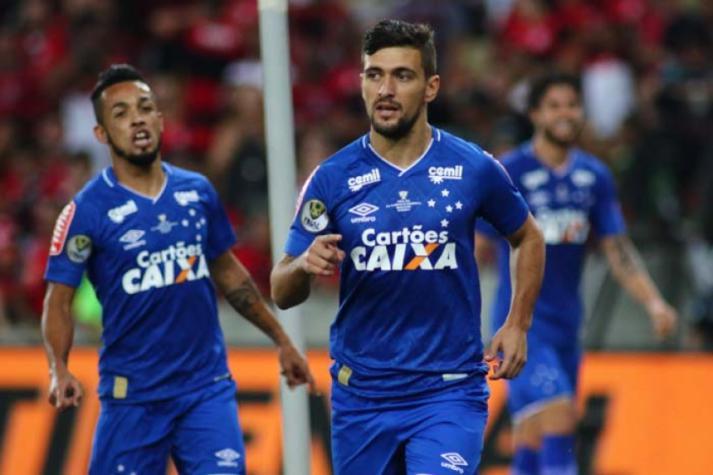 Arrascaeta vem sendo opção no banco de reservas do Cruzeiro porque ainda precisa de cuidados (Foto: Pedro Vale/eleven/Lancepress!) -