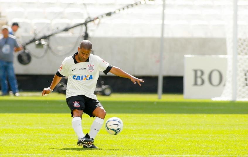 Marcelinho Carioca em ação na Arena Corinthians durante jogo festivo no estádio (Foto: Rodrigo Coca/Corinthians)