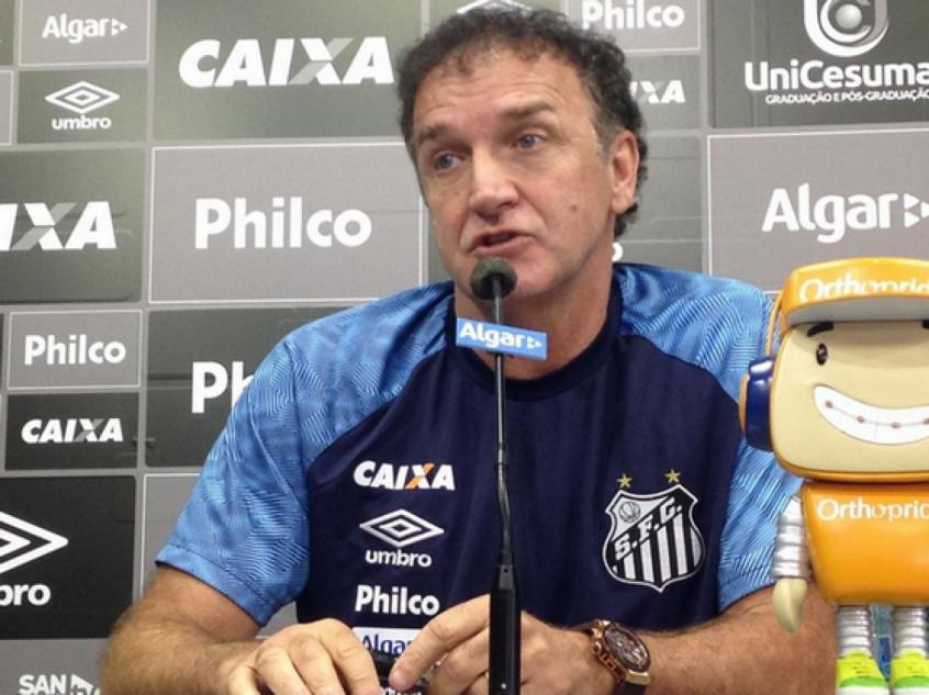 Cuca foi apresentado no Santos nesta terça-feira (Foto: Gabriela Brino)