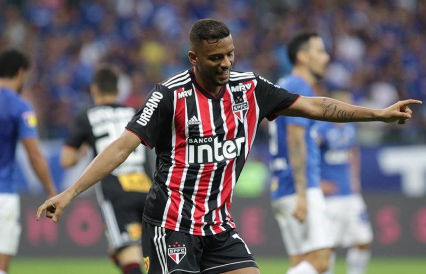 Lateral Reinaldo vive seu melhor momento com a camisa do São Paulo (Rubens Chiri/saopaulofc.net)