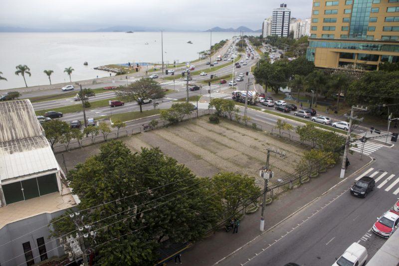 Terreno da Praça Forte São Luiz está em região valorizada da Baía Norte, na Capital – Foto: Foto Flávio Tin/Arquivo/ND