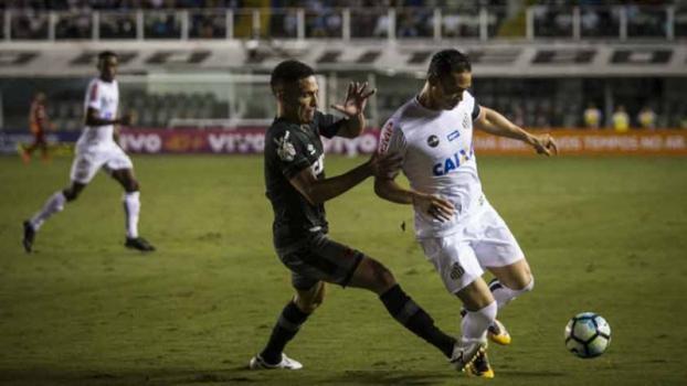 Último jogo entre Vasco e Santos ocorreu em 8/11/2017, na Vila. Vitória cruz-maltina por 2 a 1 - Flavio Hopp / RAW Image