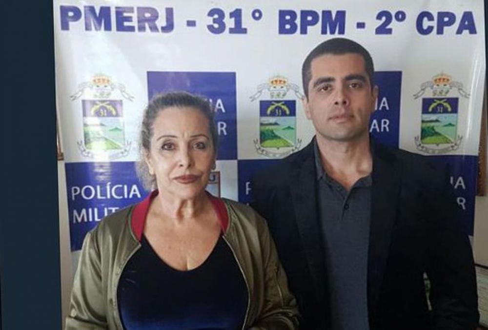 O médico e a mãe, Maria de Fátima, foram presos na tarde desta quinta-feira - PMRJ/Divulgação/ND