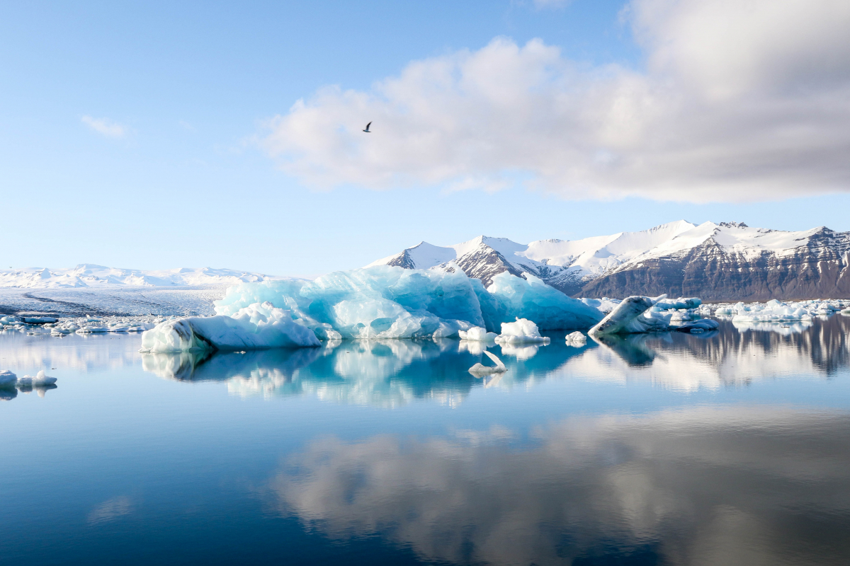 Lago glacial da Islândia - Jeremy Bishop / Unsplash