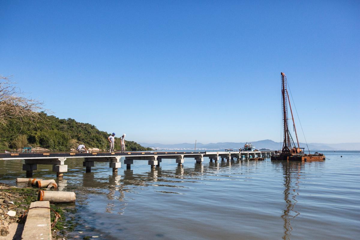 Dos 210 metros de extensão previstos, ainda falta estaquear 82 metros - Daniel Queiroz/ND