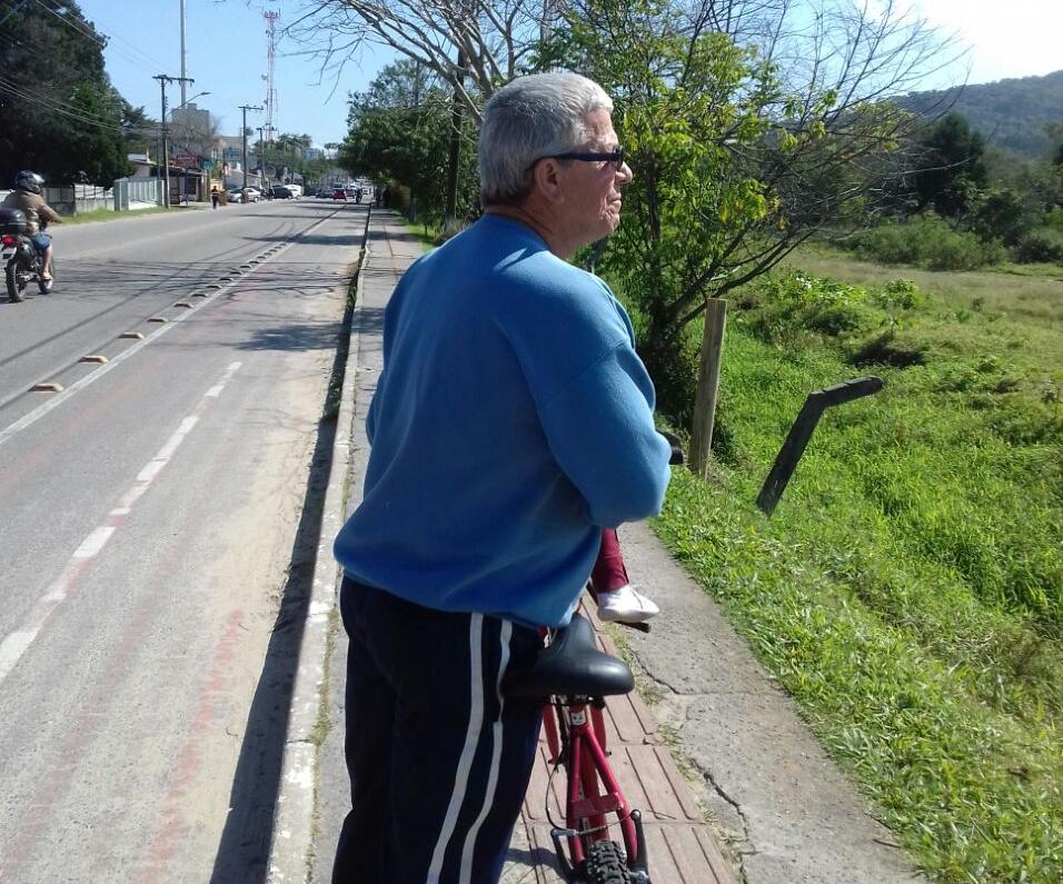 Lenildo Pires, de 63 anos, lamenta o fechamento da área que utilizava para lazer desde que era criança - Michael Gonçalves/ND