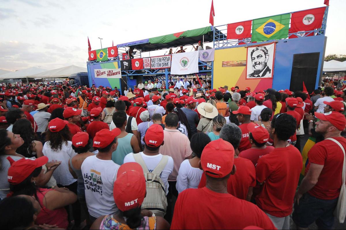 Militantes do MST estão em Brasília para a entrega da candidatura de Lula - Alessandro Dantas/Divulgação/ND