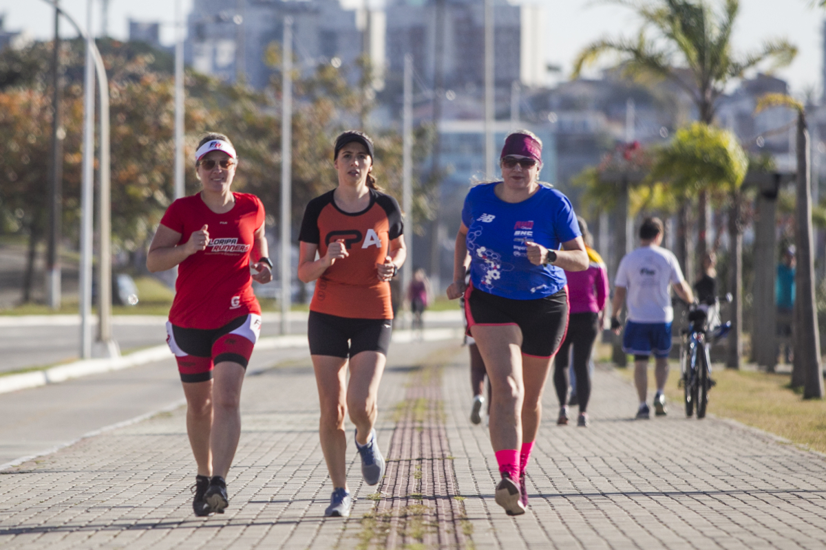 Vivian (à esq.), Cristina e Cristiane têm objetivos diferentes, mas adotaram a corrida como novo estilo de vida e saúde - Marco Santiago