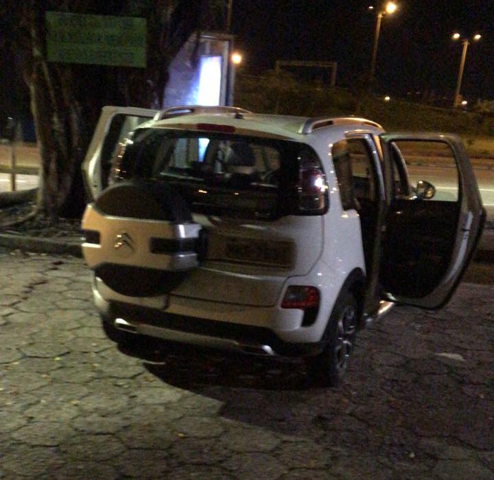 Carro utilizado nos ataques foi encontrado no Centro de Florianópolis com motor ainda quente - Polícia Militar/Divulgação/ND