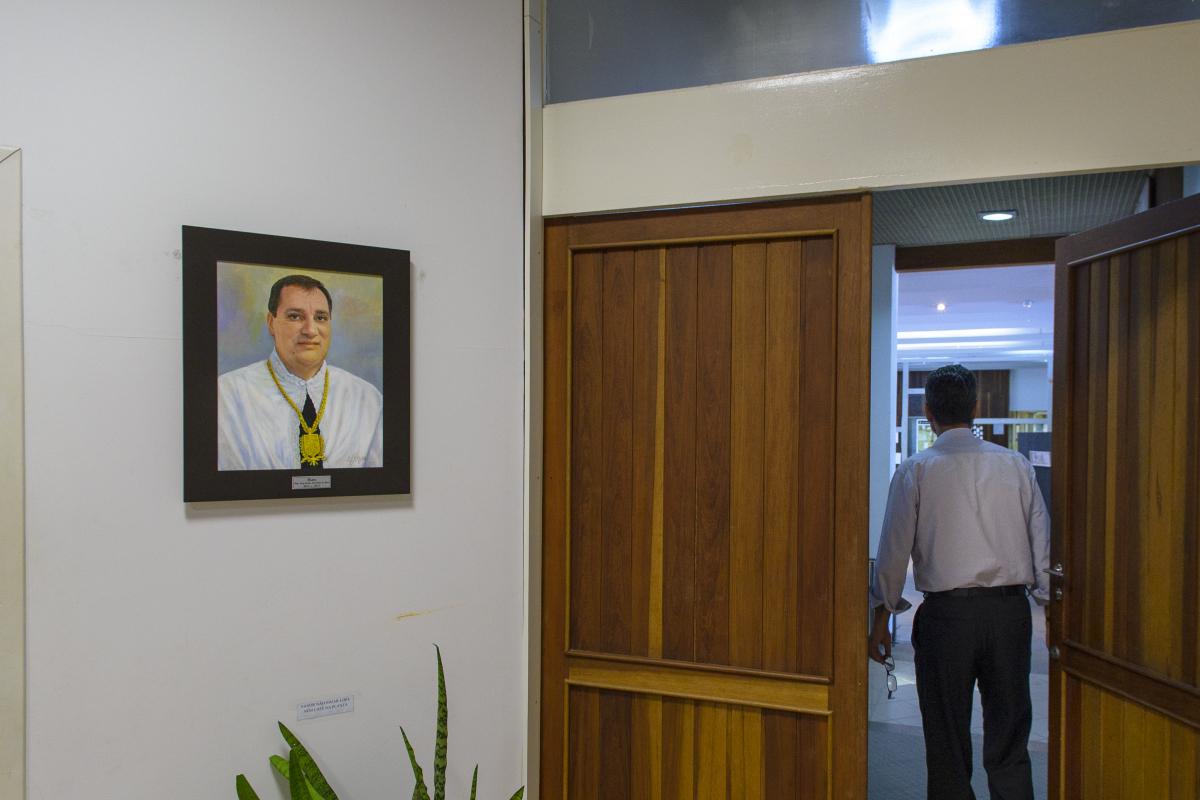 Hall da sala do conselho da reitoria da UFSC, com o retrato do ex-reitor Luiz Carlos Cancellier de Olivo - Caio Cezar/Folhapress