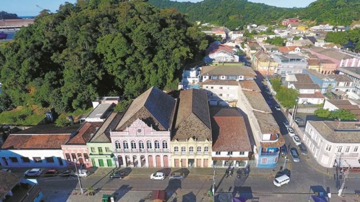 Casarios são o patrimônio da cidade mais antiga do Estado; abrigam comércio, restaurantes e museus - SC Drones/Divulgação/ND