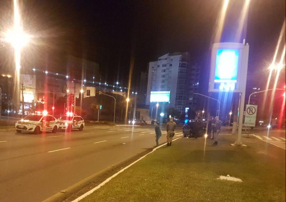 Motorista foi detido após provocar acidente na Beira-mar Norte - Polícia Militar/ND