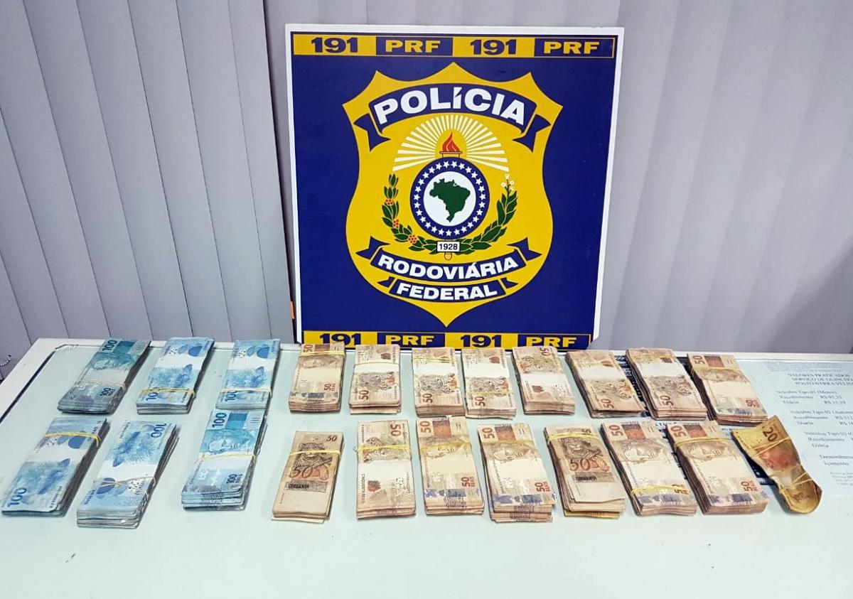 Dinheiro roubado foi recuperado pela PRF - PRF/Divulgação/ND