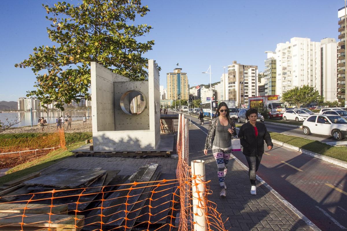 Obras do sistema de despoluição na Avenida Beira-Mar Norte - Marco Santiago / ND