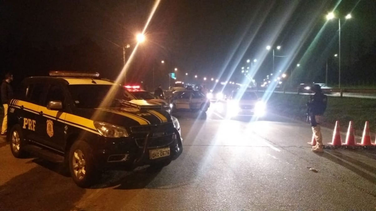 Em Joinville, em cerca de três horas de fiscalização, 63 condutores foram multados por dirigir sob efeito de álcool - PRF/Divulgação/ND
