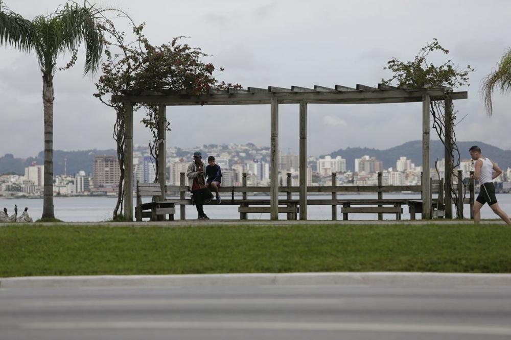 Tempo chuvoso permanece nesta quarta-feira em todas as regiões - Daniel Queiroz/ND