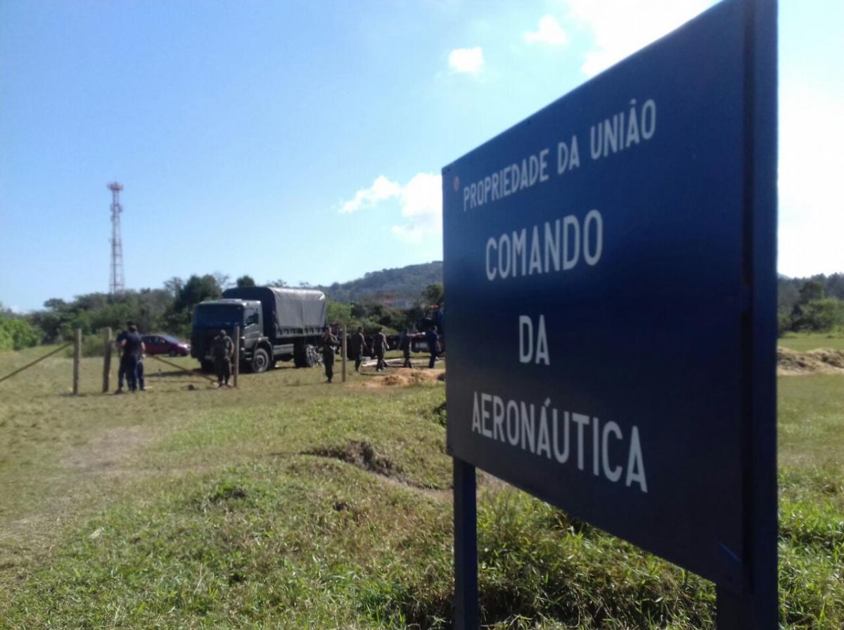 Campo de aviação começou a ser fechado com uma cerca nesta segunda, no Campeche - Michael Gonçalves/ND