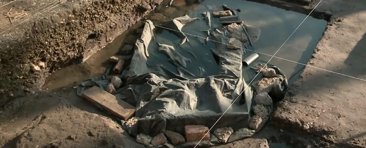 Local estava coberto por tapumes na manhã desta quinta-feira - RIC TV Record/Reprodução/ND