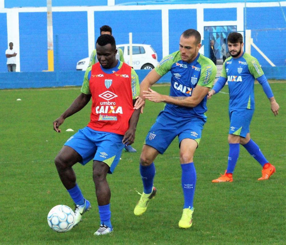Jones Carioca, que já treina com o grupo, é a grande novidade do Avaí - André Palma Ribeiro/Avaí FC