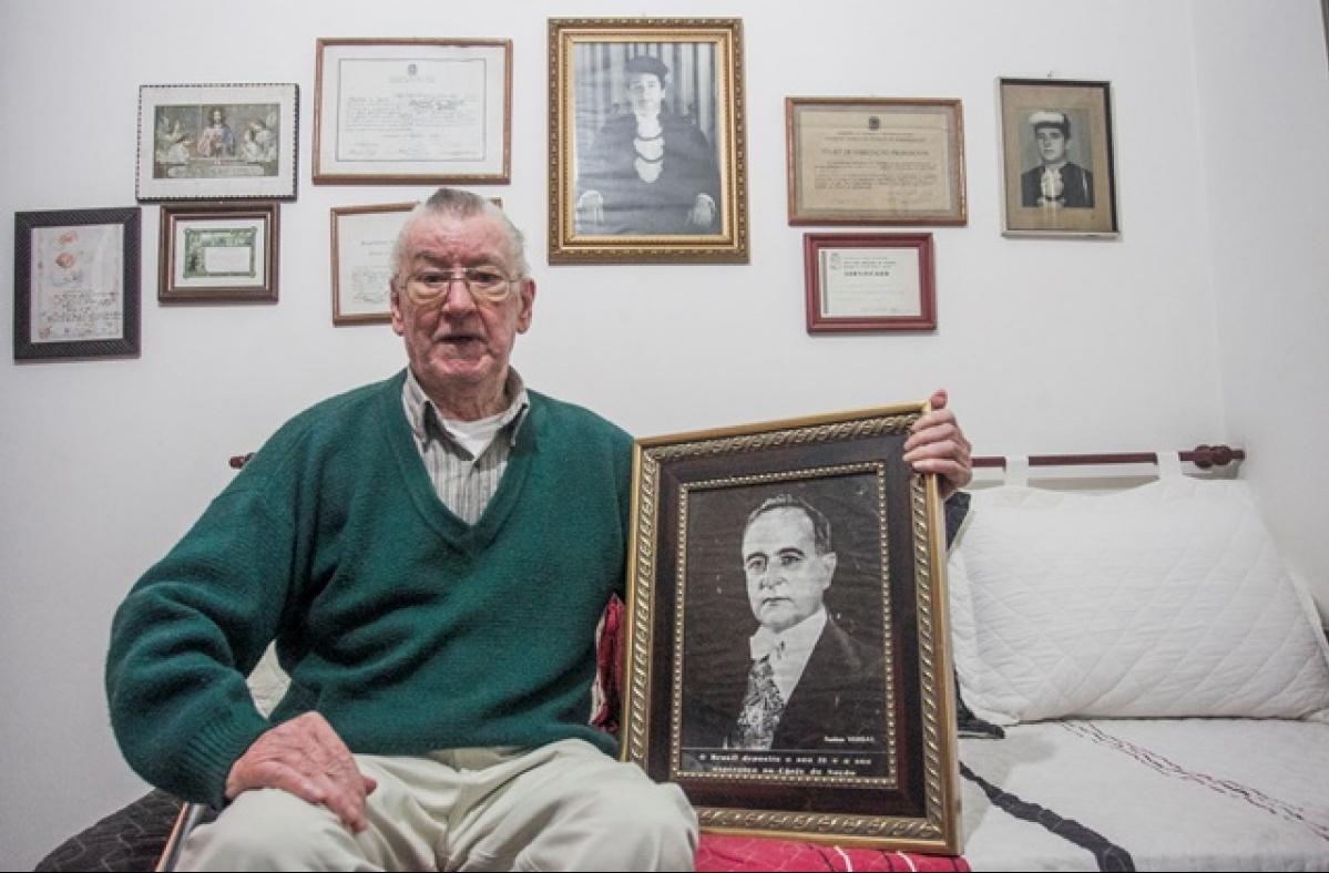 Mais de seis décadas após, Silveira guarda o fato vivo na memória e também a foto do ex-presidente em pose oficial - Marco Santiago/ND