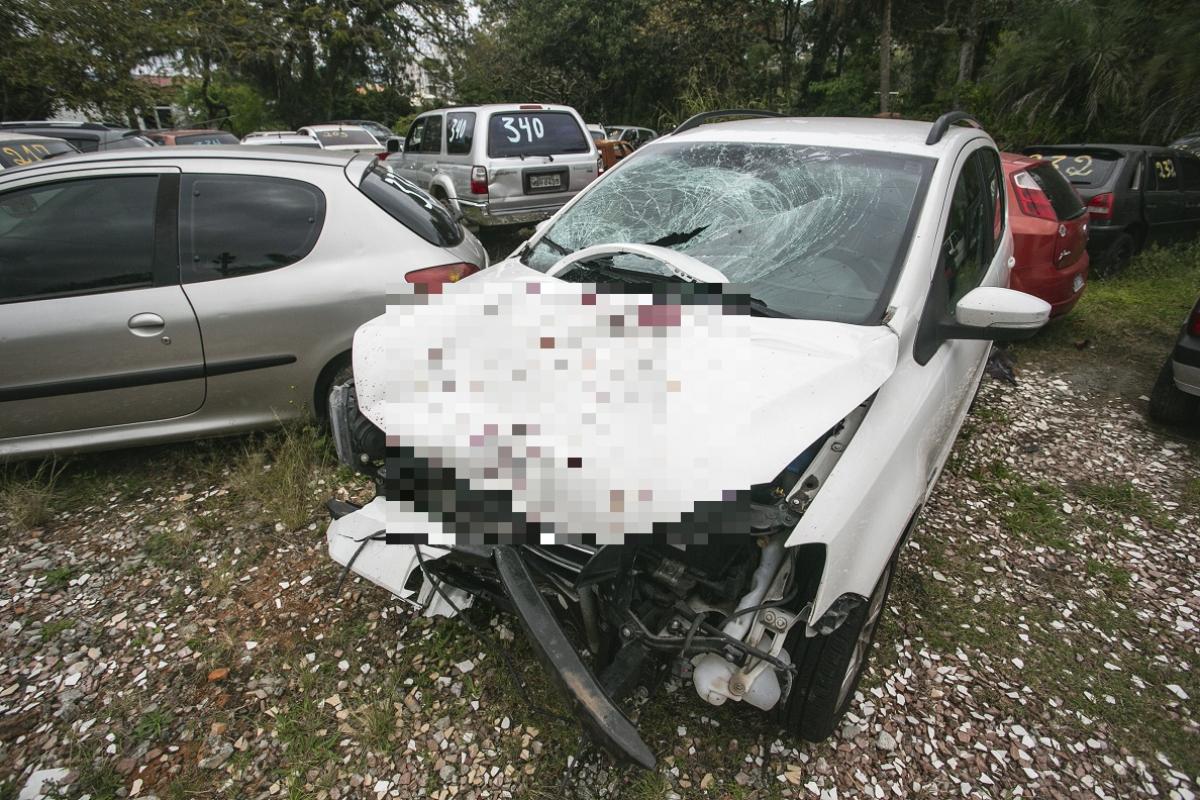 Volkswagen Space Fox colidiu na traseira de uma Honda CG 125, e também atingiu o casal - Daniel Queiroz/ND