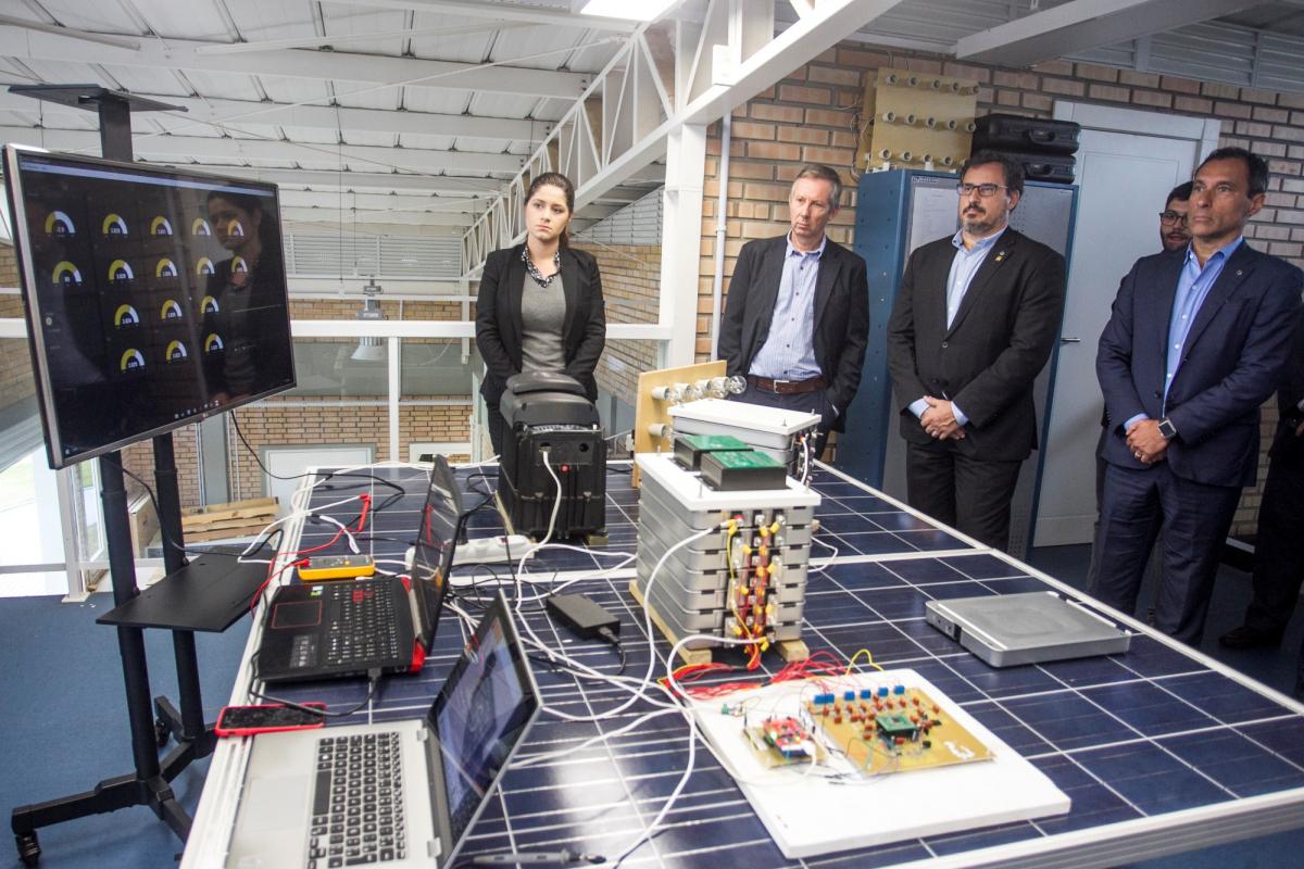 Com baterias usadas, painel com lâmpadas e monitor foram ligados - Marco Santiago/ND