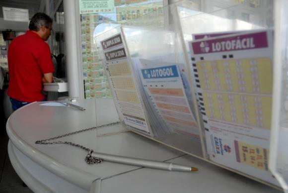 O concurso 1.993 da Mega-Sena sorteará prêmio neste sábado estimado em R$ 2,5 milhões - Arquivo/Agência Brasil