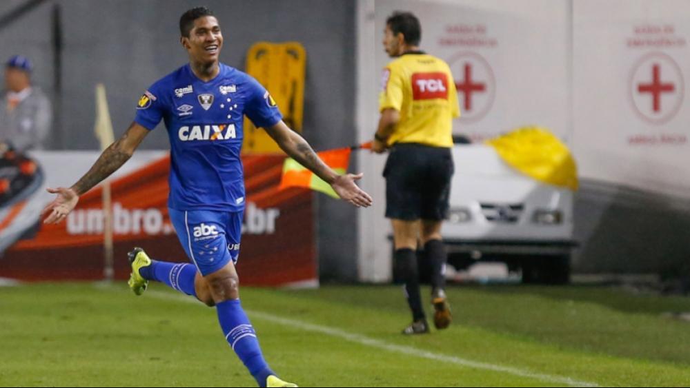 Quando o Cruzeiro parecia satisfeito com o empate na Vila Belmiro, diante do Santos, Raniel apareceu com um giro perfeito e finalização precisa. Ao lado de Fábio e Dedé, teve a melhor nota entre os companheiros de equipe e leva um baita resultado para ca -  Marcello Zambrana/AGIF