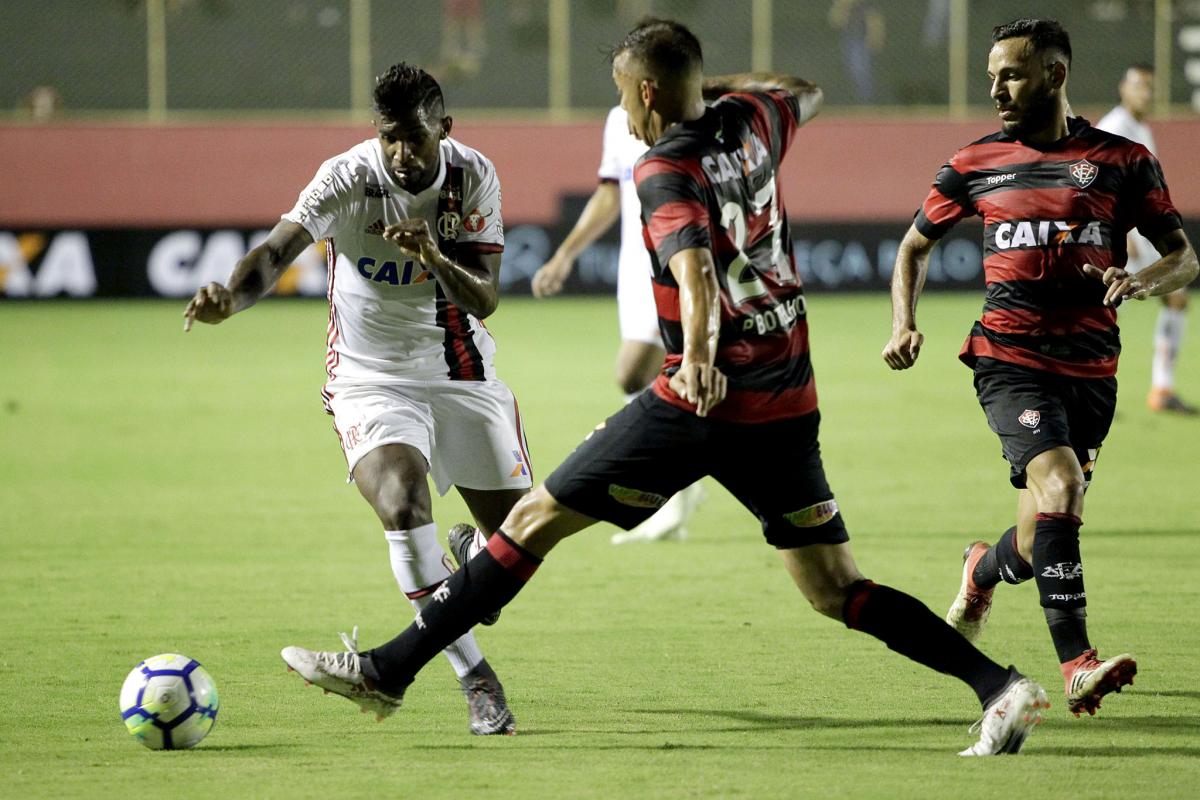 Flamengo e Vitória fizeram jogo polêmico no 1° turno, com vários erros graves de arbitragem - Staff Images / Flamengo