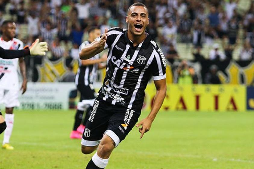 Artilheiro, Arthur comemorou seu segundo título cearense com a camisa do clube (Foto: Divulgação/Ceará) -