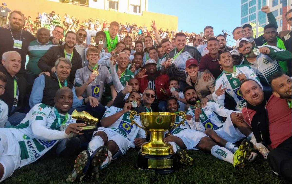 Metropolitano comemora o primeiro título em 16 anos de história - Divulgação/ND