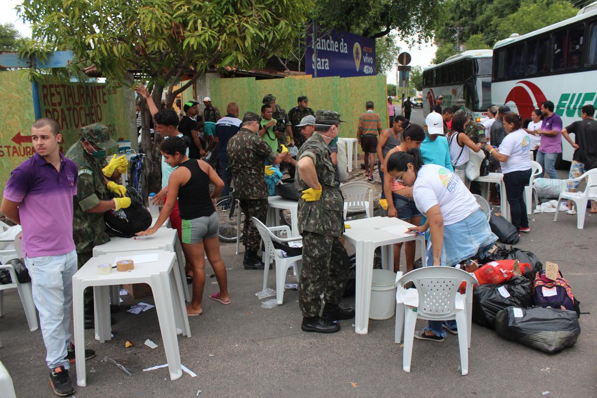 Venezuelanos na Praça Capitão Clóvis, em Boa Vista, em abril - Fabio Gonçalves /Fotoarena/Folhapress
