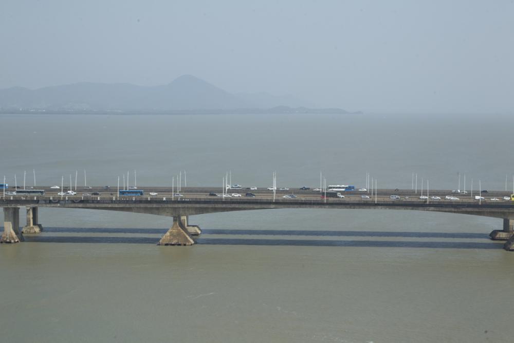 As pontes Colombo Salles e Pedro Ivo foram construídas em 1975 e 1991 - Marco Santiago/ND
