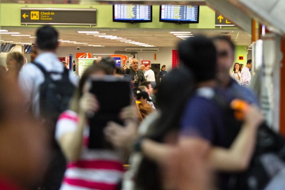 Atrasos em Vôos lotou o saguão do Aeroporto Hercílio Luz na manhã desta sexta - Daniel Queiroz/ND