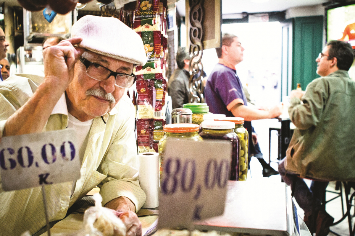 Alvim Espinoza no seu saudoso bar no Mercado Público - Daniel Queiroz/ND