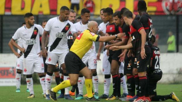 Último encontro: no turno deste Campeonato Brasileiro, em São Januário, o Vasco perdeu para o Vitória por 3 a 2 - Paulo Fernandes/Vasco.com.br