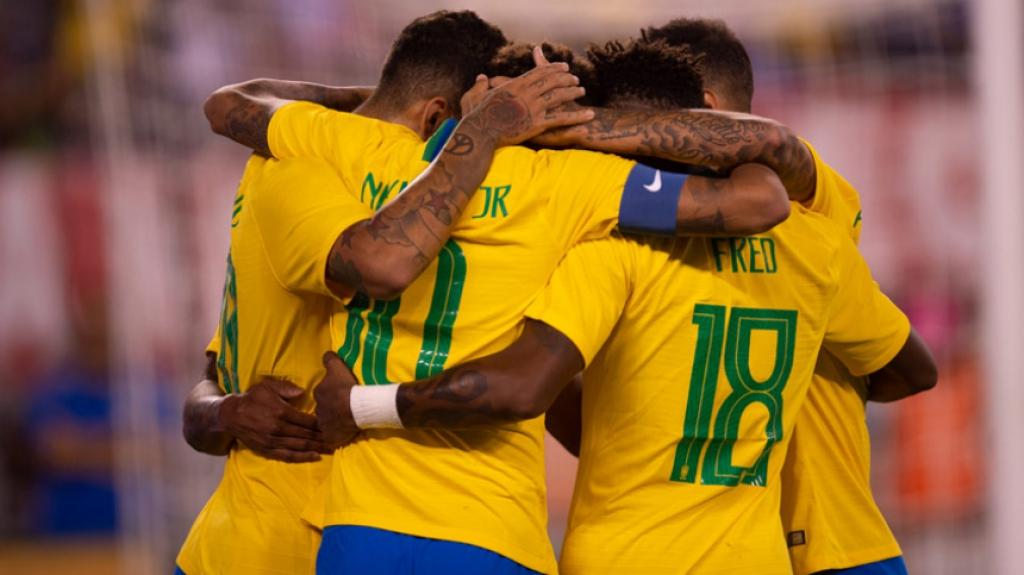Dedé e Lucas Paquetá voltarão ao Brasil em voo fretado por seus clubes para jogarem a semifinal da Copa do Brasil Pedro Martins/Mowa Press